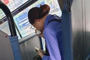 Vụ nữ tiếp viên xe buýt suýt mất việc vì khách nam 'quên mua vé': Chưa đưa tiền, chưa xé vé