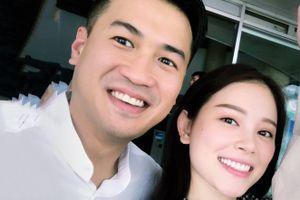 Phillip Nguyễn đăng ảnh bên bạn gái, Tú Hảo hóa Hằng Nga dịp Trung thu
