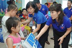 VNPT Hà Nội thăm, tặng quà bệnh nhi Bệnh viện K Tân Triều