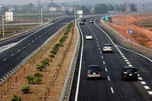 Chuyển làn trên cao tốc nếu mắc sai lầm có thể gây tai nạn thảm khốc