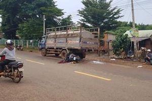 CLIP người phụ nữ tông vào đuôi xe tải tử thương tâm