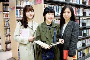 Quốc gia châu Á nào có hơn 93% dân số học đại học?