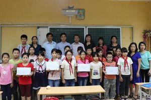 Huyện Phú Xuyên thăm và tặng quà Tết Trung thu cho thiếu nhi