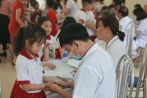 Kiểm tra sức khỏe cho học sinh sau vụ cháy Công ty Rạng Đông