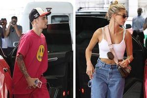 Justin Bieber diện set đồ hồng rực, lái siêu xe chở vợ đi mua sắm