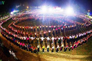 Dừng đăng ký kỷ lục Guinness 'màn đại xòe Việt Nam lớn nhất thế giới'