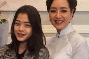 Con gái út Hồng Khanh vừa quay clip khoe tài đàn hát, NSƯT Chiều Xuân lập tức để lại lời nhắn gây chú ý