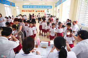 Vụ cháy Nhà máy Rạng Đông: Khám sức khỏe tổng quát cho học sinh