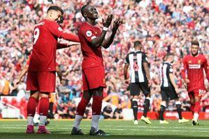 Mane tỏa sáng, Liverpool ngược dòng tưng bừng trước Newcastle