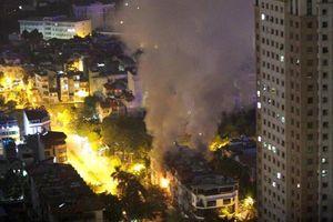Hỏa hoạn thiêu rụi căn liền kề 4 tầng