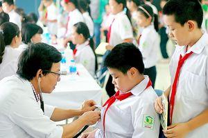 Vụ cháy Công ty Rạng Đông: Khám sức khỏe cho hơn 1.700 học sinh