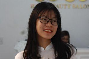 Nghị lực phi thường của cô tân sinh viên mồ côi Trường Đại học Kinh tế Quốc dân