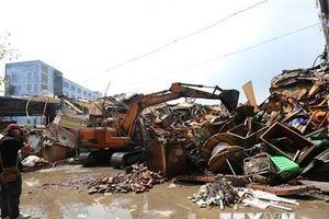 Vụ Rạng Đông: Hút bùn, khơi thông hệ thống cống rãnh thoát nước thải