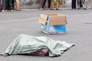 Thông tin chính thức vụ người phụ nữ chở thi thể thai nhi rơi xuống đường