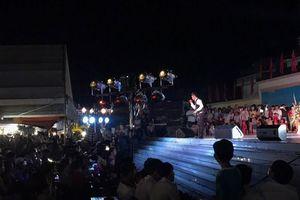Ca sĩ Du Thiên cùng công ty Hoàng Tuyết trao 200 suất quà và tổ chức trung thu cho các em nhỏ tại huyện Hải Hà, tỉnh Quảng Ninh