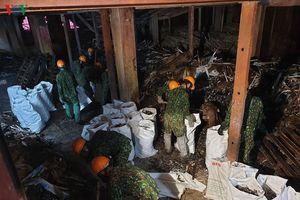 Tính toán mở đường đưa lượng phế thải lớn vụ cháy Rạng Đông ra ngoài