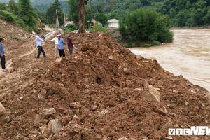 Nhà thầu tự ý trút đất xuống sông ở Nghệ An: Đã xúc gần 1.000m3 đất đổ về đúng vị trí