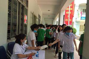 Khám sức khỏe sau vụ cháy Rạng Đông: 21 học sinh chuyển đến bệnh viện kiểm tra chuyên sâu
