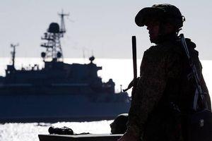 Hạm đội Nga theo sát tàu Mỹ ở Biển Đen