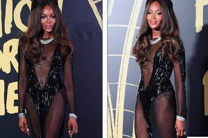 'Báo đen' huyền thoại Naomi Campbell mặc như không ở tuổi 49 gây choáng váng