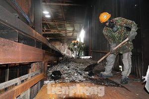 Hơn 50 tấn phế thải tại kho xưởng Rạng Đông được đưa đi xử lý