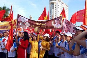 Đắk Lắk: 'Biển người' đội nắng cổ vũ cho nam sinh phố núi thi Chung kết Olympia