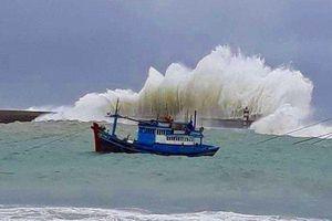 Áp thấp nhiệt đới hình thành trên biển Đông, cảnh báo sóng lớn cao 3m ở vùng biển phía Nam