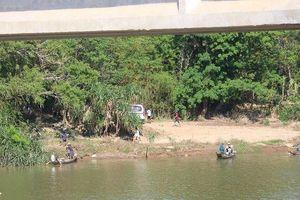 Vụ đôi vợ chồng trẻ ôm con nhỏ nhảy sông Thạch Hãn tự tử: Tìm thấy thi thể người vợ