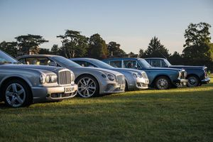 Cả ngàn chiếc Bentley lập kỉ lục chưa từng có với xe sang
