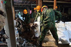 Vận chuyển gần 55 tấn phế thải ra khỏi hiện trường vụ cháy Rạng Đông