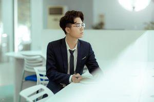 Hot boy ĐH Điện Lực điển trai, cuốn hút trong bộ ảnh kỷ yếu mang phong cách Hàn Quốc