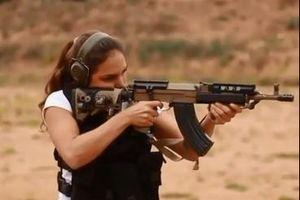 Nữ 'chiến binh' Israel nã đạn xối xả bằng mẫu AK cải tiến