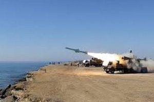 Máy bay không người lái, tên lửa Iran bay qua các tàu chiến Mỹ ở Kuwaiti