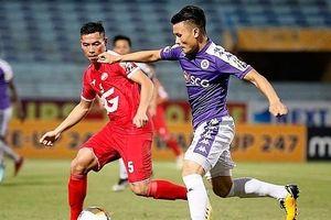 Ghi cú đúp ấn tượng, Quang Hải cảm động khi CĐV Hà Nội cổ vũ phía ngoài sân