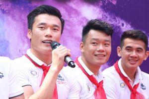 'Dàn sao' Hà Nội FC truyền cảm hứng cho hàng nghìn học sinh trường THCS Nguyễn Trường Tộ
