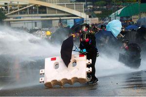 Cảnh sát Hong Kong dùng hơi cay trấn áp người biểu tình