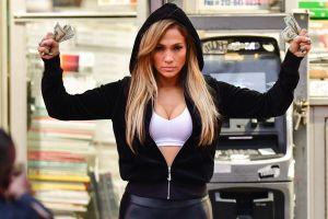Phim về vũ công thoát y của Jennifer Lopez hút khán giả