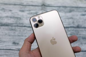 Đập hộp iPhone 11 Pro Max thương mại đầu tiên về VN, đẹp hơn XS Max