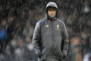 Liverpool lại rối tung bởi tương lai của Klopp
