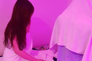 Hà Nội: Đột kích khách sạn, bắt quả tang 'chân dài' massage tắm chung với khách giá 1 triệu/ lượt