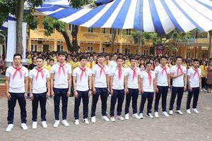 Cầu thủ Quang Hải cùng CLB Hà Nội 'đổ bộ' Trường THCS Nguyễn Trường Tộ