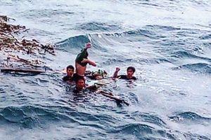 Vụ tàu cá bị chìm ở Quảng Bình: Thi thể ngư dân bị lưới quấn chặt trong khoang tàu