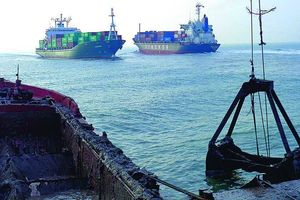 Báo động ô nhiễm cảng biển