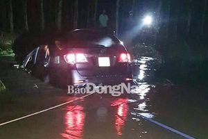 Lại thêm một ô tô 7 chỗ bị nước cuốn trôi tại suối Tà Rua