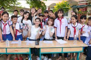 Kim Nguyên, Lý San Nghi tặng quà cho các em nhỏ vùng sâu