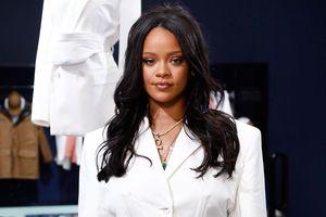 Rihanna xin lỗi vì đến sự kiện ở Hàn Quốc muộn hơn 2 giờ đồng hồ