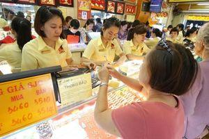 Giá vàng hôm nay 18/9: Đồng USD lao dốc, giá vàng tiếp tục giảm