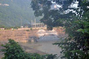 Hà Giang: Nỗi lo sập nhà do thủy điện sông Lô 2 tích nước