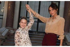 Victoria Beckham nhận chỉ trích thậm tệ vì để con gái Harper làm điều này