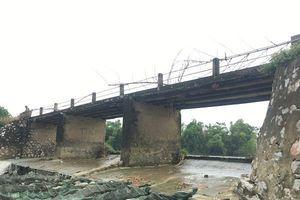 Thanh Hóa: Người dân 'đánh đu' tính mạng qua những cây cầu 'đợi sập'